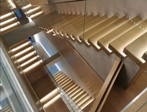 Villa Red Oak Tread Cantilevered Staircase