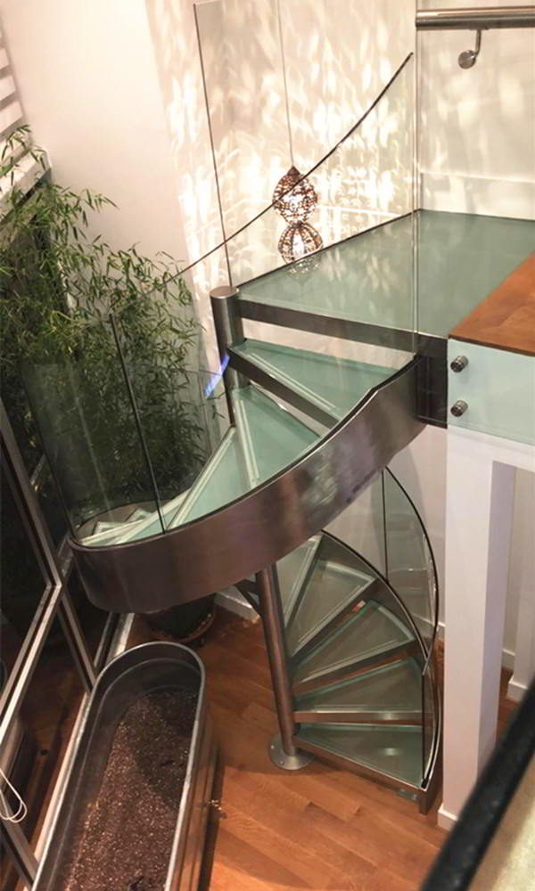 Stunning Stainless Steel Spiral Glass Staircase