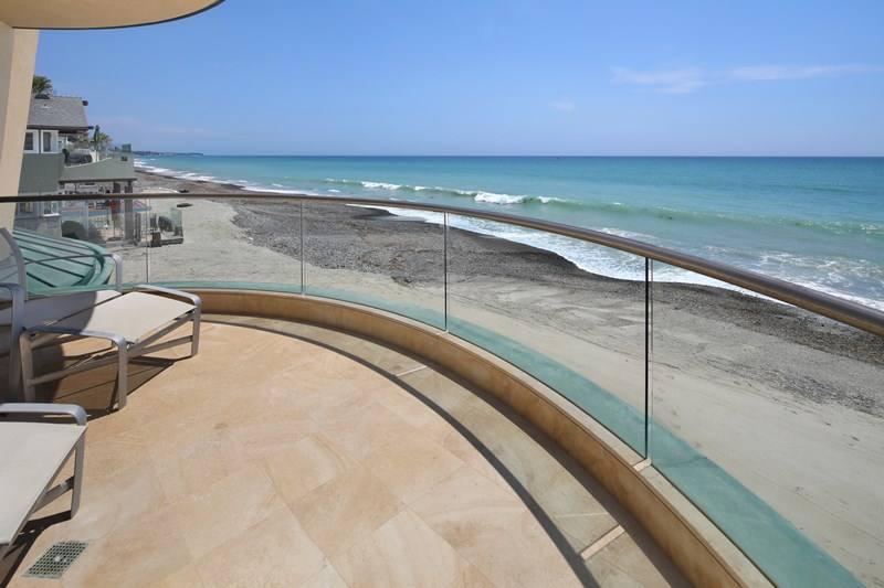 Curved Glass Deck Railing Design Inspiration