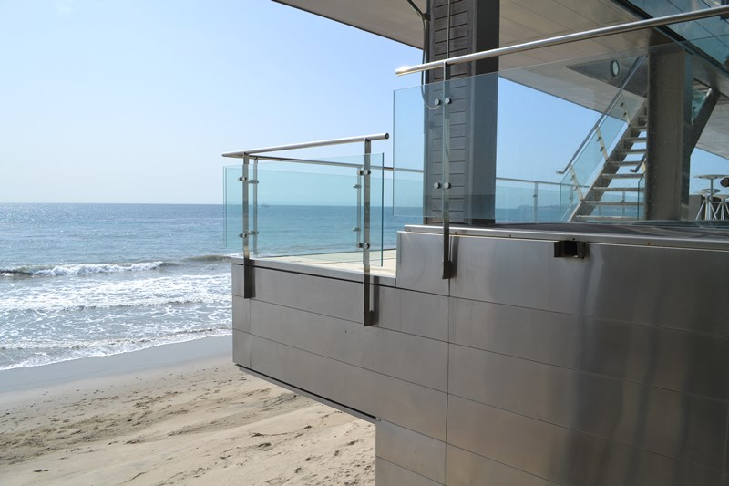 stainless steel post glass deck railing for California beach house